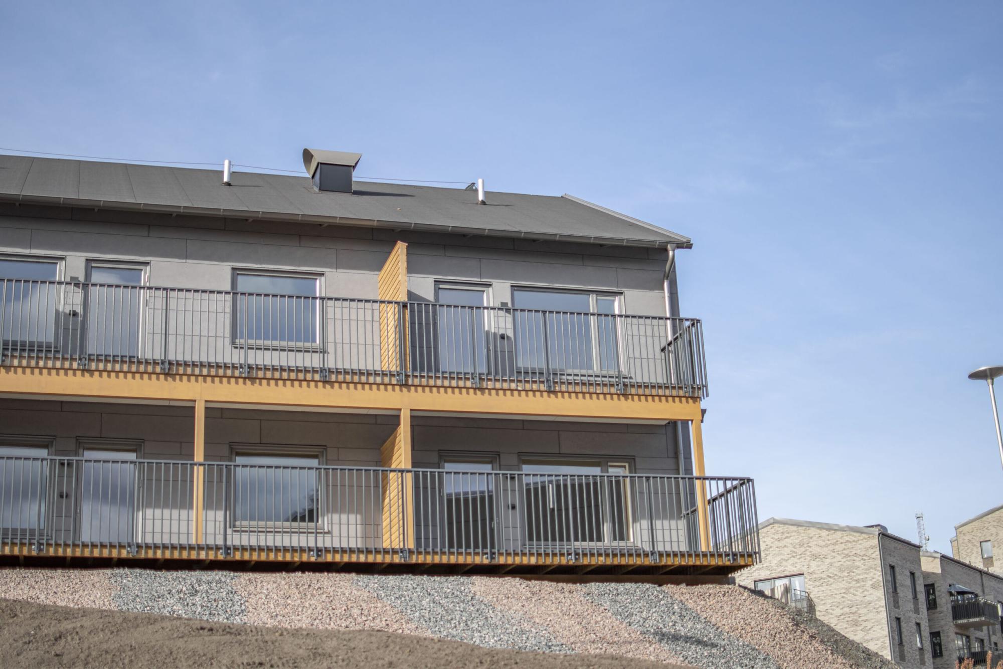 Modernt hus på en höjd. Byggt av GDSB Bygg