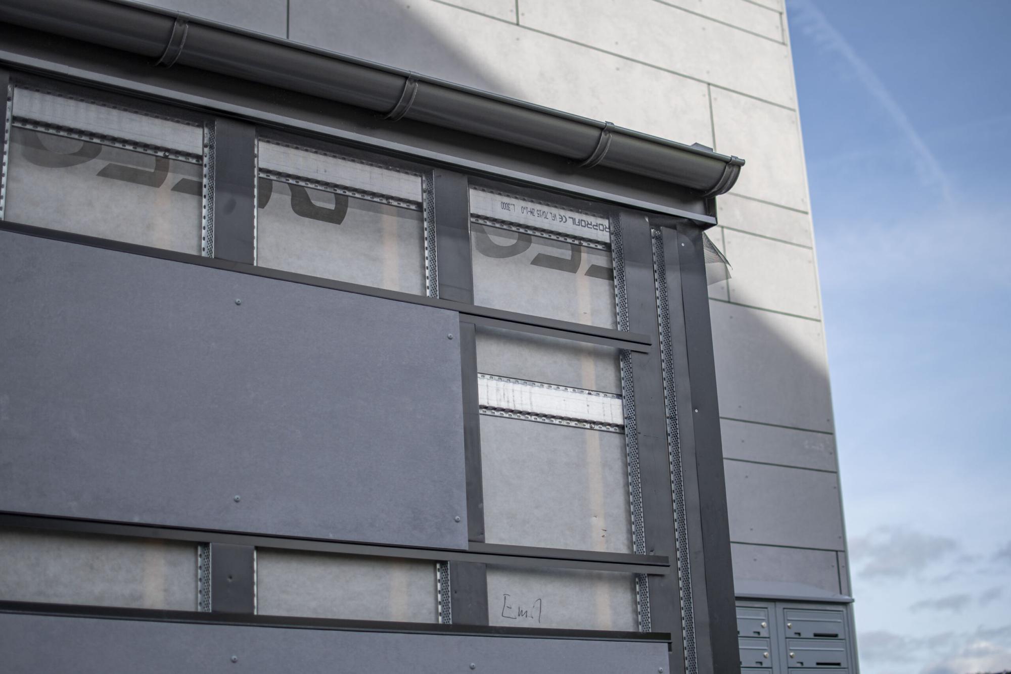 Grå fasad. Byggd av GDSB Bygg.